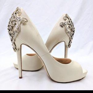 Badgley Mischka Ivory Karolina Crystal Heels 10